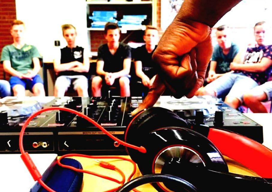 DJ-2-boost